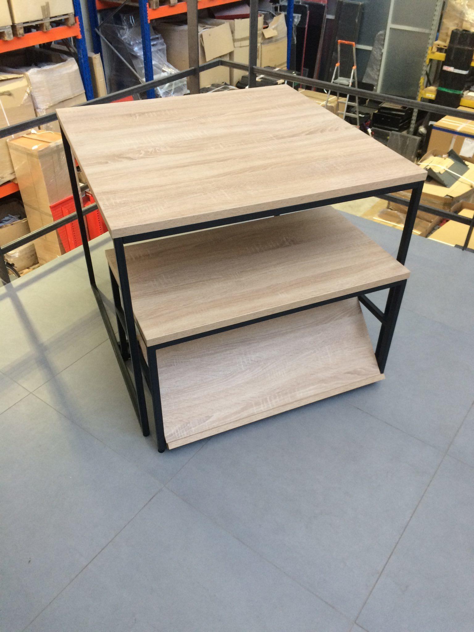 stoły ekspozycyjne, stół ekspozycyjny Vonart, meble sklepowe, wyposażenie sklepów