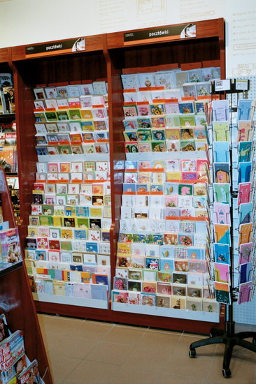 regały pocztówkowe, regały na pocztówki, meble sklepowe, regały sklepowe, wyposażenie sklepów